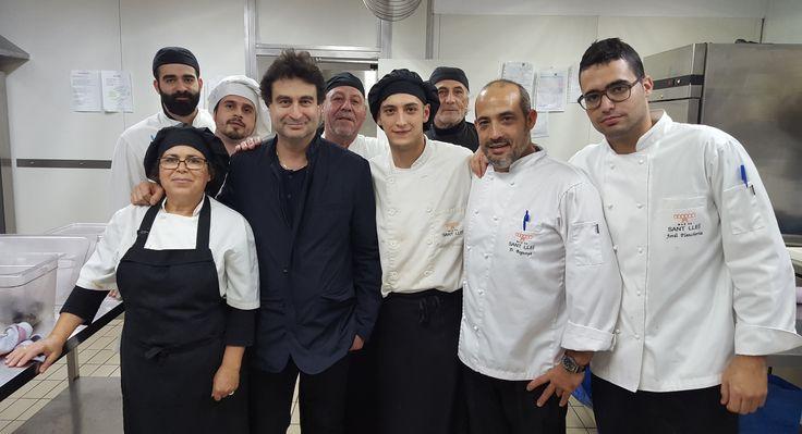 ¡Mirad quién estuvo ayer por aquí! Visita sorpresa en la cocina de Mas de Sant Lleí... Pepe Rodríguez de MasterChef! #FelizFinDeSemana