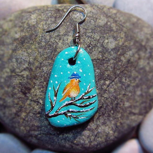 #hediye #elboyama #taşboyama #hediyelik #hediyelikeşya #dekoratif #yılbaşı #yeniyıl #kolye #sanat #özelgünler #doğumgünü #doğa #sevgi #güzel #painting #paint #handmade #handpainted #stonepainting #acrylic #nature #necklace #jewelry #christmas  #kuş #küpe #art #bird #earrings