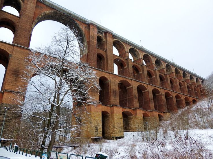 Göltzschtalbrücke im Vogtland -   **   The Göltzschtalbrücke is a railway bridge and the largest brick bridge in the world.