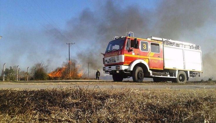 Advierten sobre el accionar de pirómanos y los peligros de una mala costumbre: Este fin de semana los bomberos tuvieron que actuar con…
