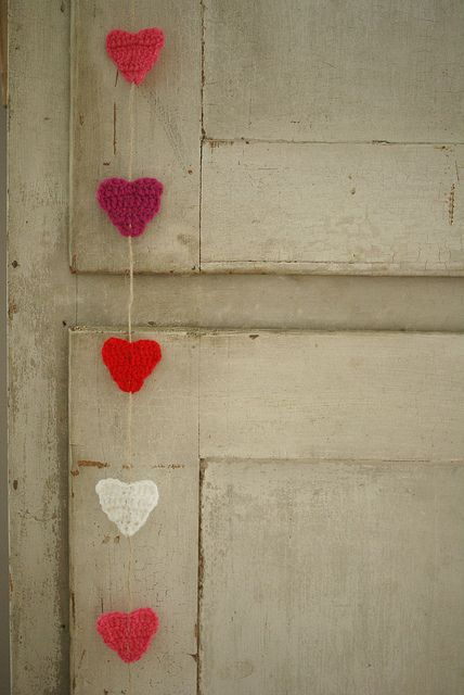 use your crafty talents when making favors…these crocheted hearts are super cu