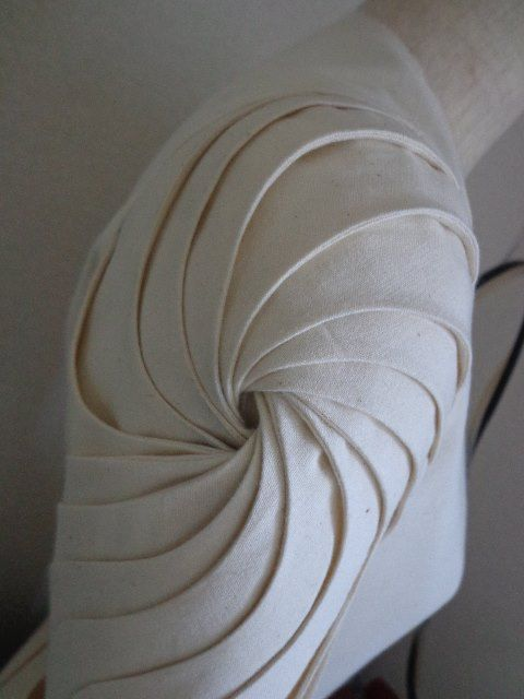 This sample of fabric manipulation shows the technique of a spiral pleated sleeve. It was successfully created through pattern cutting. I like the simplicity of how the fabric had been manipulated.
