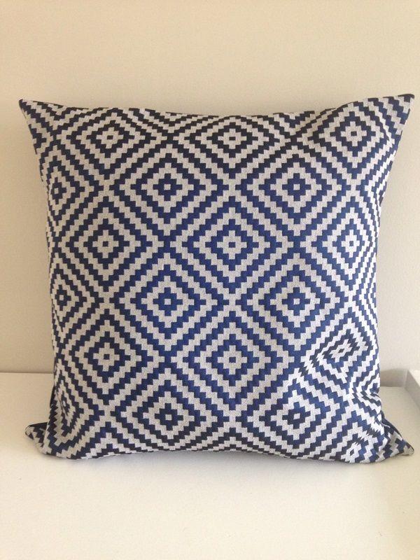 Argenté bleu marine housse de coussin taille : 50x50 cm. Création unique sur la boutique La Fée Ninova. Changez votre intérieur.