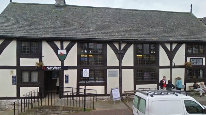 """The Ruthin branch of NatWest. Calls have been made for a people's bank after a series of branch closure announcements across Wales.  Plaid Cymru said it wanted an """"alternative vision"""" of banking that """"does not abandon its customers"""".  The party said a further 36 branches were expected to close in 2017."""