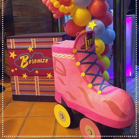"""Fiesta temática """" Soy luna """" Donde los colores vivos y alegres , las luces fueron los protagonistas de esta bell decoración. Espero la disfruten....!!!!. En los espacios ideales de @sunilandpark para realizar tus mejores eventos #festasouluna #festasinfantiles #fiestasoyluna #soylunaparty #soylunavenezuela #soylunacake #kidsparty #encontrandoideias #festainfantil #fiestasinfantiles #fiestascaracas#fiestasinfantilesvenezuela #fiestasinfantilescaracas#artesanos_ve2017"""