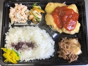 平成30年2月8日(木)ランチメニュー:豚天トマトカレーソース/牛肉しぐれ煮/ねぎ塩ちくわ/マカロニサラダ