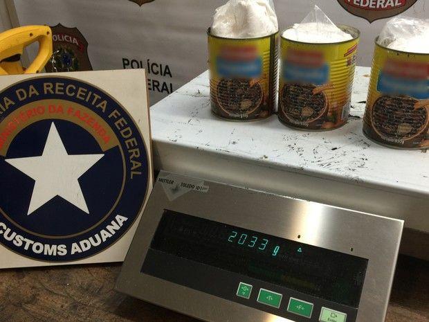#Polícia: Estrangeiros são presos com cocaína em latas de feijoada em aeroporto de SP