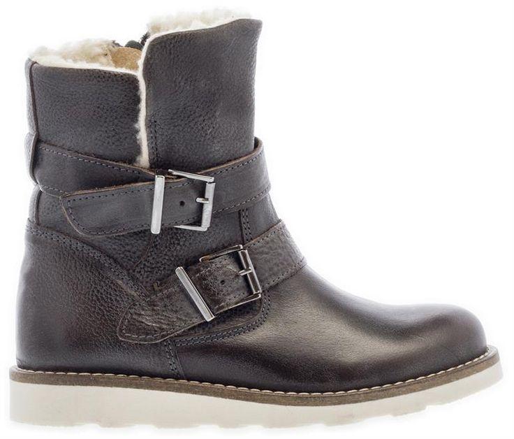 HIP |  Deze lekkere gevoerde schoenen zijn  een echte must-have voor meiden. Shoppen? Klik op de foto!  #HIP #HIPkinderschoenen #Kinderschoenen #Meisjeslaarzen #Kinderlaarzen #laarzen #gevoerd #gespen #warm #winter