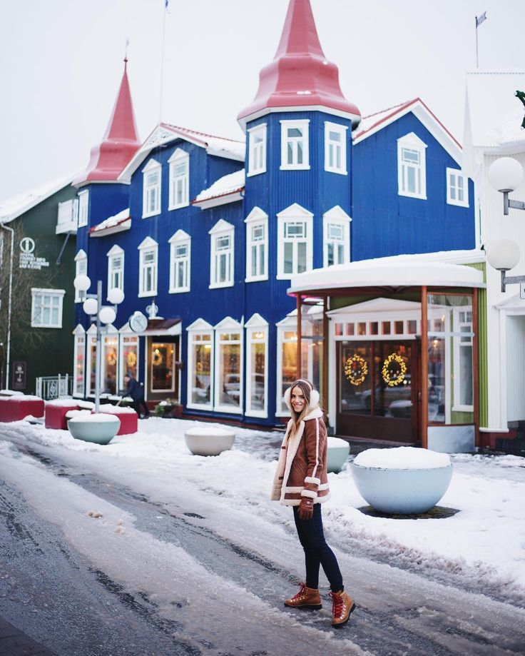 A frosty morning in Akureyri where we luckily found a hotel the night before at 2am. Probably one of the scariest drives of our life and all the roads we needed to get to our hotel were closed due to a snow storm! But it was all worth it to make it up North and see this beautiful part of Iceland 🇮🇸 #Iceland #akureyri #gmgtravels #snowstorm #winterwonderland