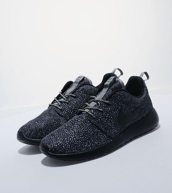 Buy NikeRoshe Run- Mens Fashion Online at Size?