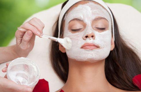 Maschera fai da te argilla bianca e miele per pelli grasse e miste
