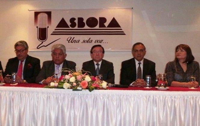 Asbora logra un primer acercamiento con el Gobierno para evitar pérdida de licencias de emisoras   Radio Panamericana