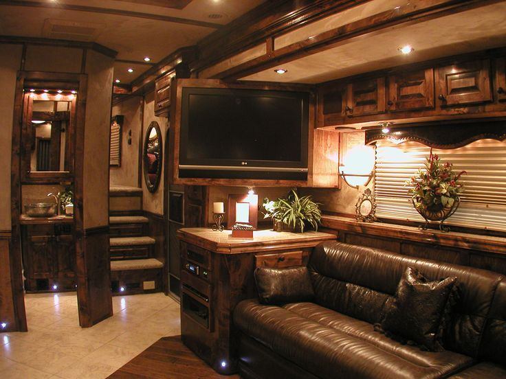 4-Star Trailer with Outlaw Living Quarters 800.848.3095