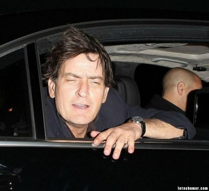 Varios famosos pillados bebidos. Fotos de humor.