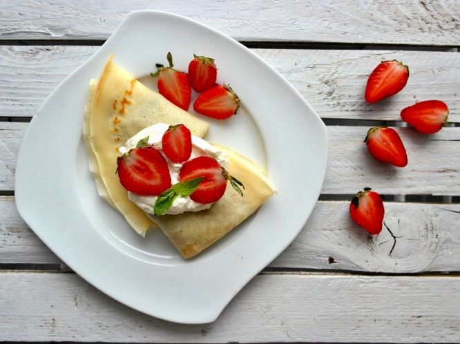Na niedzielny obiad coś słodkiego i pysznego 😋😚 Naleśniki z nutellą, bitą śmietana i truskawkami 😍🍓 Pycha ❤️---> Zapraszam na moją stronę na fb https://m.facebook.com/eatdrinklooklove/ ❤ . . On Sunday dinner something sweet and delicious 😋😚 Pancakes with nutella, whipped cream and strawberries 😍🍓 Delicious ❤️ ---> I invite you to my page on fb https://m.facebook.com/eatdrinklooklove/ ❤ .
