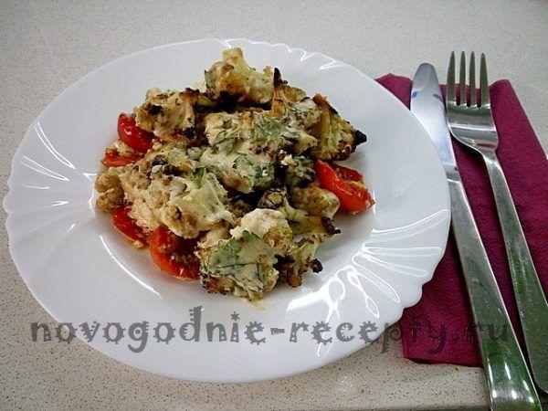 запеченная цветная капуста с помидорами черри и пряностями Новогодний рецепт закуски из цветной капусты #цветная_капуста #рецепты новогодние_рецепты #кулинария