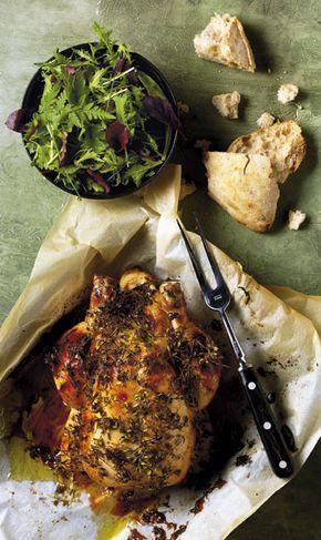 Denne langtidsstegte kylling i stegeso er krydret i en lækker græsk-inspireret variation. Få opskriften her ...