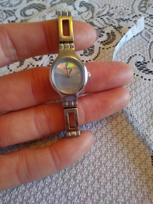 LADIES QUARTZ TIMEX WATCH SILVER TONE w/ MOTHER OF PEARL DIAL #Timex