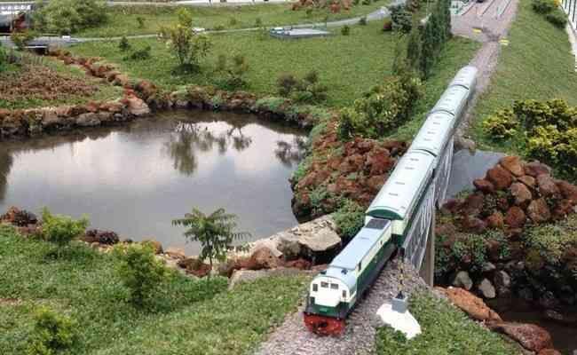 tempat yang asik taman miniatur kereta api