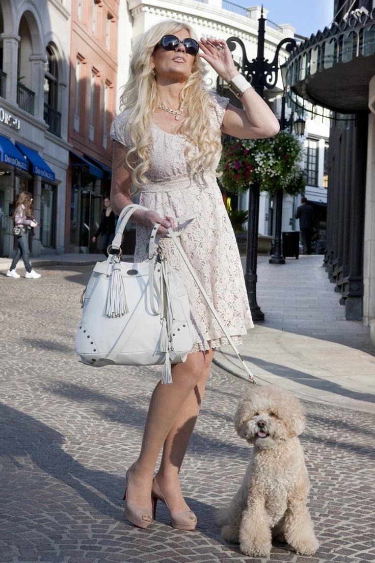 Maria Mongozami, the handbag, the dress, the style...Love it!