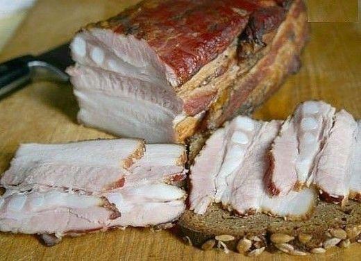 Ингредиенты: -Вода — 1 л -Свиное сало с прослойками мяса — 1 кг -Луковая шелуха — 3 горсти -Лавровый лист — 2 шт. -Чеснок — 7 зубца -Соль — 200 г -Сахар — 2 ст. л. -Перец черный — по вкусу Как готовить сало горячего засола: 1.Наберите в емкость воду, добавьте в нее сахар, соль, […]