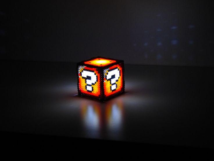 Cube lumineux Mario Retro Geek en Perles Hama : Accessoires de maison par hamacadabra
