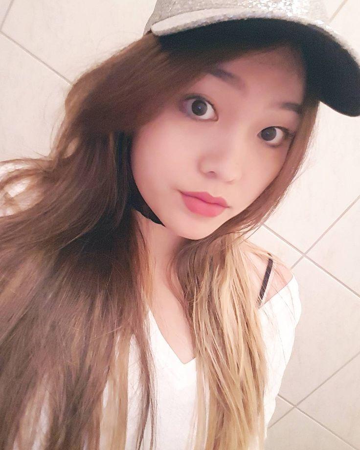 #selfie #selca #selfies #selfiee #yesterday #throwback #karaoke #photooftheday #butfirstletmetakeaselfie #me #simple #asian #girl #girly #glitter #redlips #chinese #student #kyeopta #army #sweet #cute #smile #sunday #instapic #instalike #instagood #hashtag #berlin #germany http://butimag.com/ipost/1555415969994662905/?code=BWV8pVxgGP5