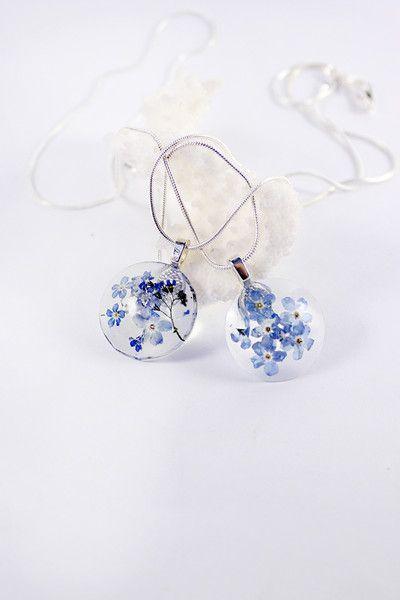 Blauwe hars ketting vergeet me niet bloem hanger van SweetLine op DaWanda.com
