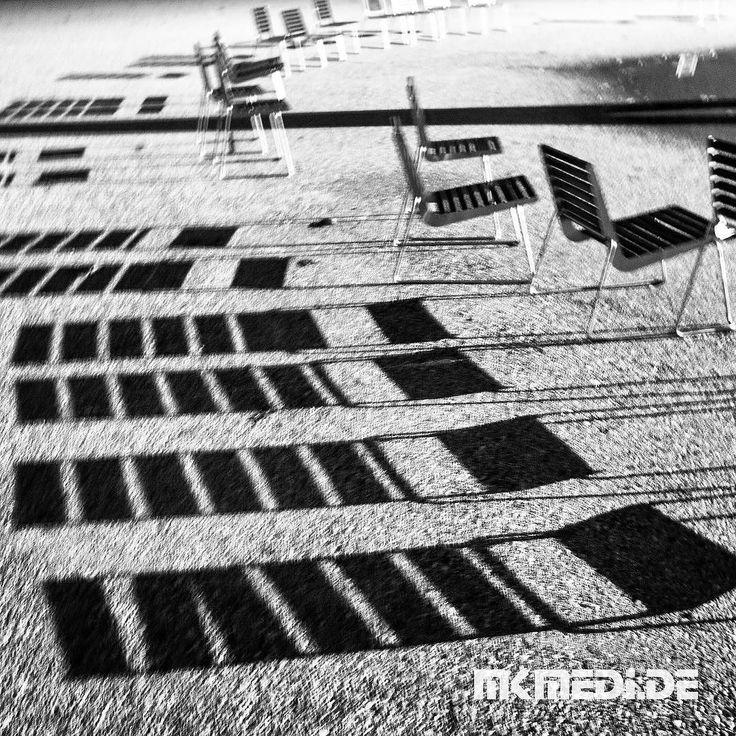 Markus Medinger Picture of the Day   Bild des Tages 02.11.2017   www.mkmedi.de #mkmedi  #stühle #chair #licht #schatten #light #shadow #blackandwithe #schwarzweiss  #badenwuerttemberg #germany #deutschland  #urbex #urbanex #urbanexplorer #urbanexploration #urbanexploring  #photography #photo #photographer #exposure #composition #focus  #pictureoftheday #bilddestages #building #igersstuttgart #365picture  @badenwuerttemberg @visitbawu @0711stgtcty @deinstuttgart @0711stgtcty@stuttgart.places…