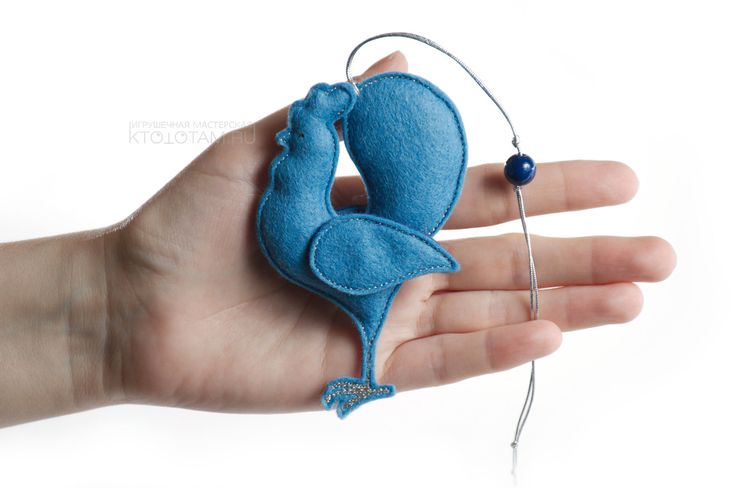 "Мягкая ёлочная игрушка ""Петух"" ( голубые крылья)"