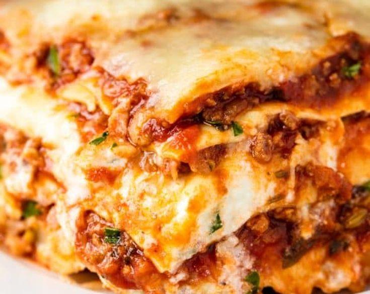 Vous cherchez une bonne, très bonne, recette de lasagne maison style maman à ajouter à votre livre de recette personnelle? Celle-ci est pour vous :)