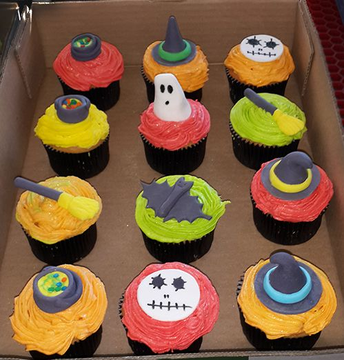 Halloween Cupcakes (Toppers for sale separately) For more info or orders email SweetArtBfn@gmail.com; Call 0712127786;  Bloemfontein cakes, cupcakes & fondant decor.