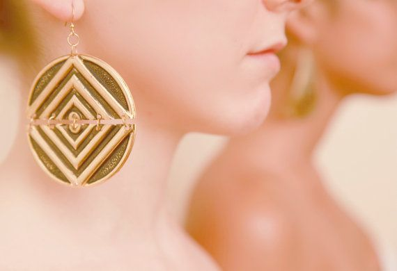 Round geometric pattern gold colour earrings