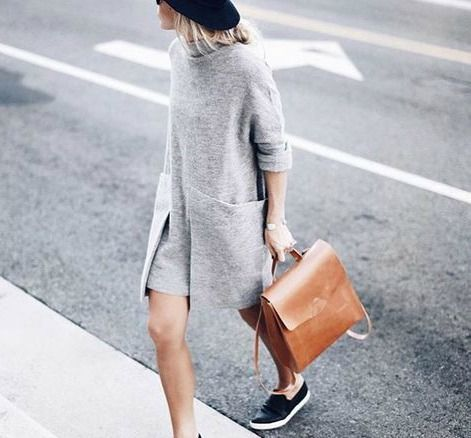 Sırt çantalarının şöyle bir cazibesi var: Rahatlar, şıklar ve çok kullanışlılar. Moda blogger'larının ve tüm moda severlerin çanta tercihi de sırt çantası. Yeni bir çanta istiyorum diyenler için rengarenk olanlardan vazgeçilmez siyah ve beyaza, klasiklerden son trend çantalara kadar göz koyduğumuz 50 sırt çantası listemiz hazır.