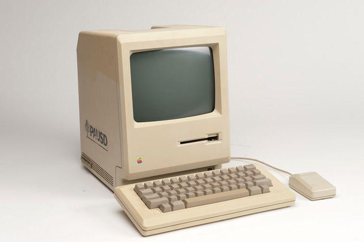24 января у всех поклонников яблочной продукции есть повод съесть именинный торт и задуть свечи в честь дня рождения персонального компьютера с графическим интерфейсом Maciontosh. #Maciontosh #apple #happybirthday #tim #jobs #Mac