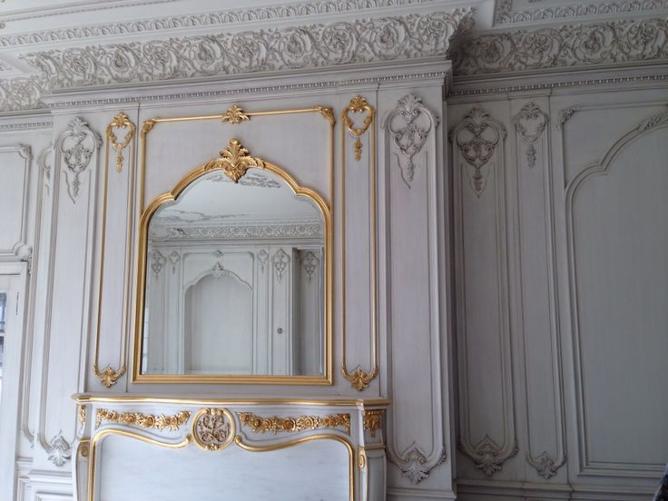 Hand carved boiserie living room with gold leafing for Boiserie dwg