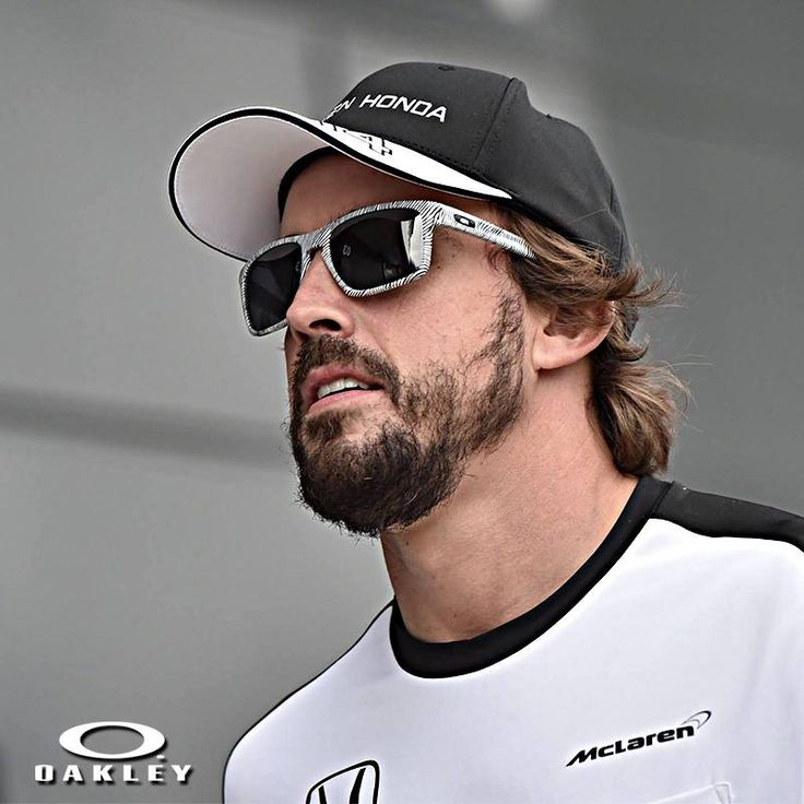 Checkout @fernandoalo_oficial donning the @oakley sliver, featuring a timeless sleek design made even more lightweight with sculptural reliefs on the earstems.  #oakley #oakleysliver #fernandoalonso #shades #sunglasses #eyewear #glasses #menstyle #menswear #streetwear #mensfashion #fashion #accessories #lifestyle #gentleman #instafashion #personalstyle #OnlineShopping #OnlineStore #sportswear #Motorhelmets