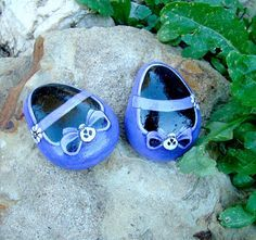 PURPLE BABY SHOES Hand painted decorative stones by MyGardenRocks