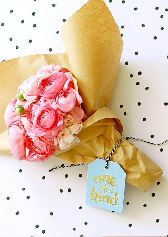 Ritual 'one of a kind' deluxe gold gift tag. The perfect size to tie around a bunch of flowers or a sweet posy.