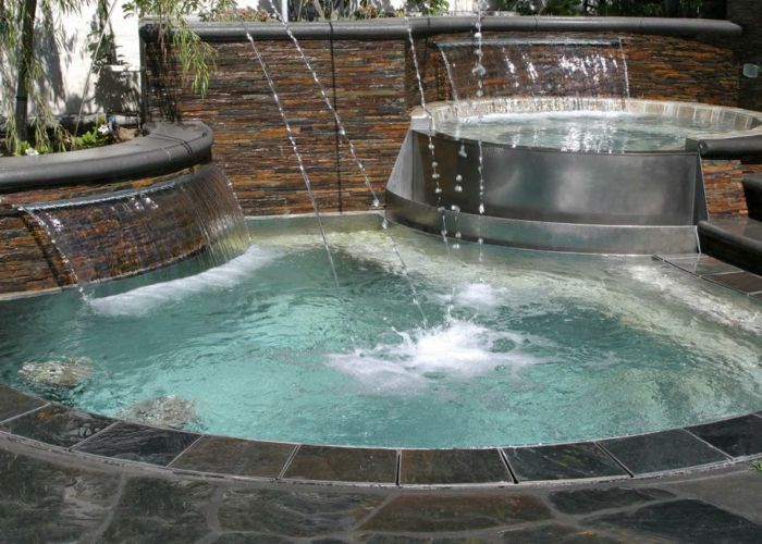 17 meilleures id es propos de piscine ovale sur for Cascade d eau piscine