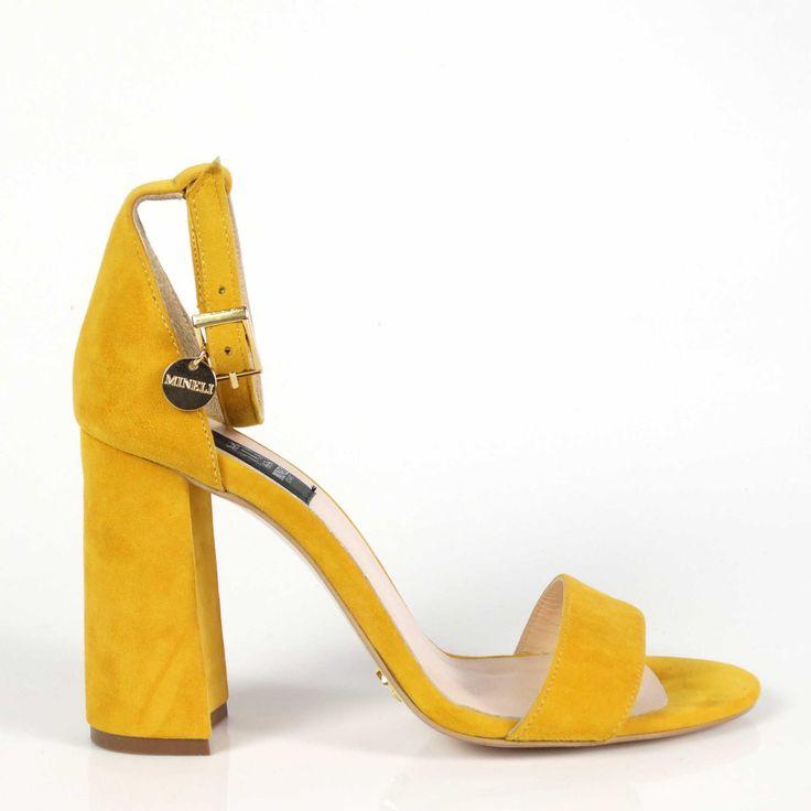 Sandalele de dama Mineli Sophia sunt realizate din piele naturală camoscio și sunt ideale pentru o ținută office sau casual, de zi cu zi. Înălțime toc: 9 cm.