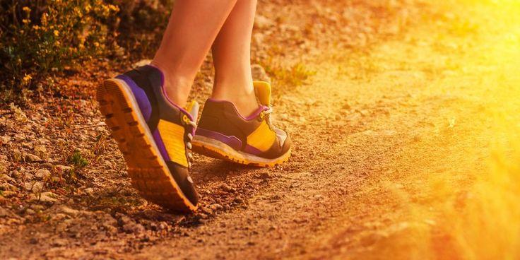 Кто из нас не мечтал держать себя в тонусе без изнуряющих тренировок? Вот он, шанс — тренировочный план, включающий ходьбу и очень простые упражнения, который поможет похудеть.