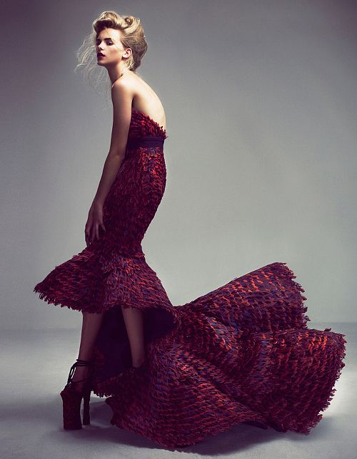 Best Haute Couture ever  Everything about this gown is superb:  color, line and the model's S-Curve