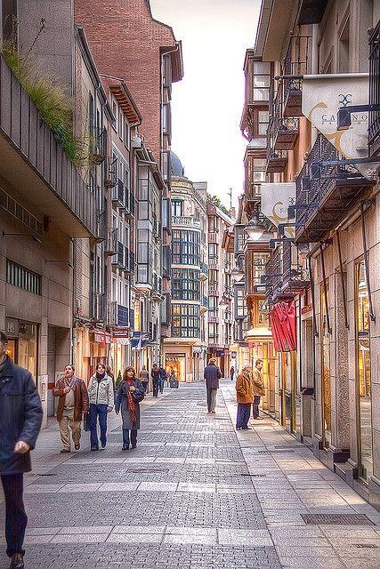 Callejeando, viendo tiendas entrañables, Valladolid, Spain