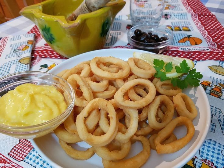 Como hacer calamares a la andaluza. Uno de los platos más típicos de nuestra gastronomía y presentes en todas las cartas de terrazas, bares y chiringuitos