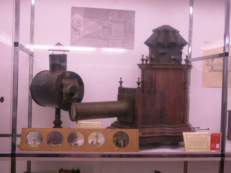 MSC UNIPD Lanterna magica 1755, antenato del proiettore di diapositive, museo della fisica 11 ottobre 2013