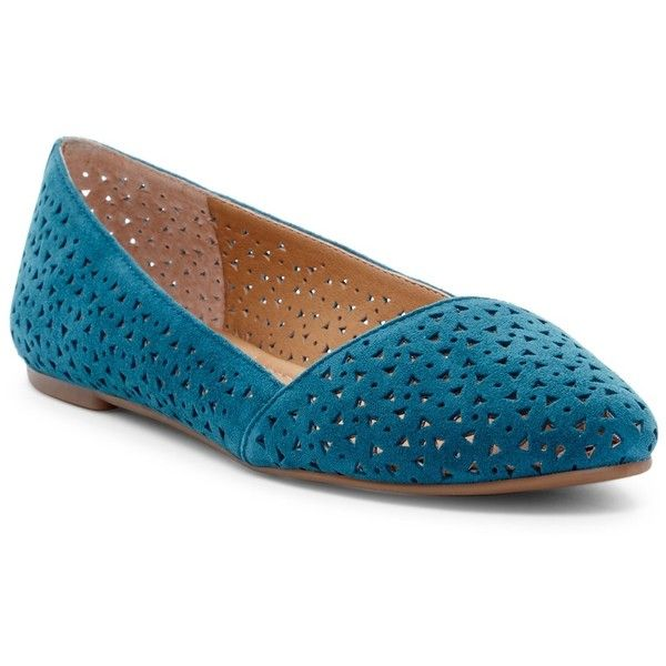 Lucky Brand Archh2 Perforated Flat ($40) ❤ liked on Polyvore featuring shoes, flats, pull on shoes, lucky brand shoes, low shoes, slip on flats and flat shoes