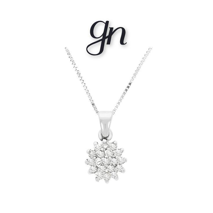 Discreción y elegancia con este hermoso dije de roseta en oro blanco de 14k y diamantes. ¡Encuéntralo en GN! | Conoce más https://www.facebook.com/joyeriagn/