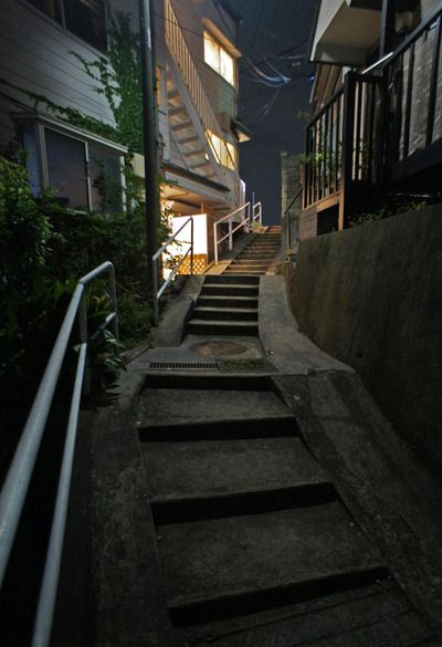 夜散歩のススメ「曲り階段+白い階段」 東京都板橋区