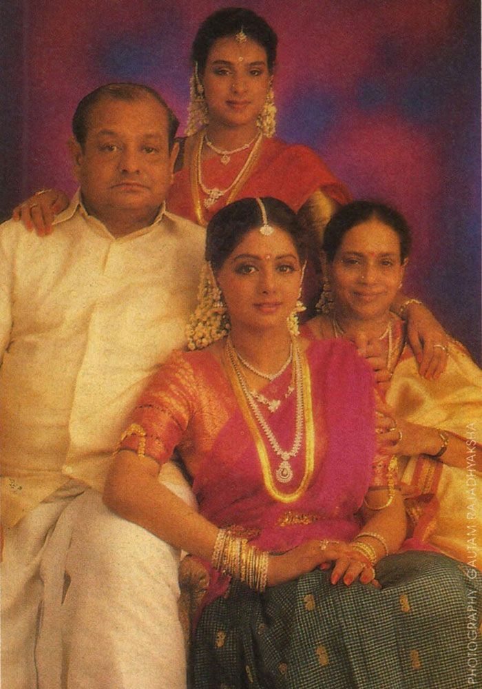 Actress Sridevi, who is back in Bollywood with a bang in Bollywood, had recently tweeted a picture of her family. In this rare pic, Sridevi is seen with her parents Ayyapan and Rajeswari Yanger and her sister Srilatha.